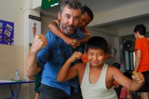 Volunteer mit Kindern